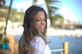 Carol Pires, filha de Alexandre Pires, se lança na carreira de cantora (Foto: Isac Luz / EGO)