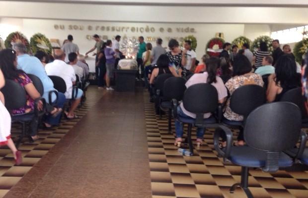 Corpo do pai de Leonardo é velado em Goiânia, Goiás (Foto: Luísa Gomes/G1)