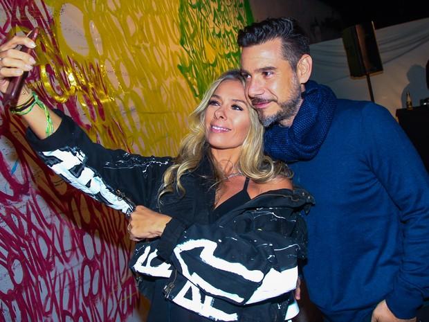 Adriane Galisteu e o marido, Alexandre Iódice, em evento em São Paulo (Foto: Manuela Scarpa/ Brazil News)