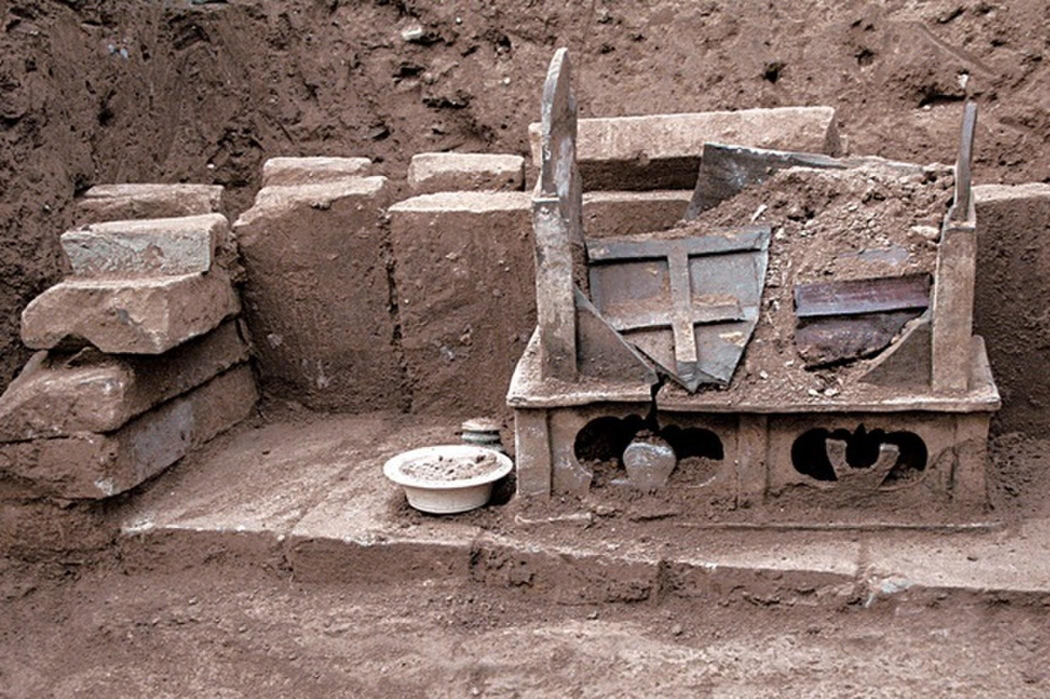 Urna onde foram encontrados os ossos que podem ter sido de Buda (Foto: Chinese Cultural Relics)