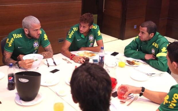 Lucas neymar daniel alves brasil hotel (Foto: CBF)