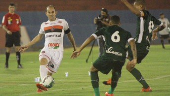 Os principais lances do empate entre  Goiás e Brasil de Pelotas por 1 a 1 (Carlos Insaurriaga / G.E. Brasil)