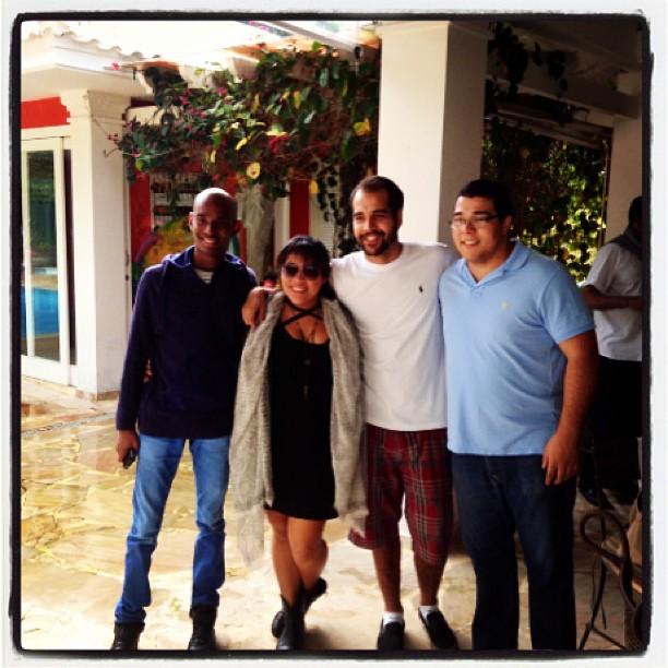 Gabriel com os irmãos, filhos do casamento de Zeca Pagodinho com Mônica Silva (Foto: Reprodução/Instagram)