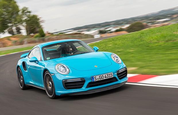 Aerodinâmica ativa inclui spoiler dianteiro e traseiro ajustáveis (Foto: Divulgação)