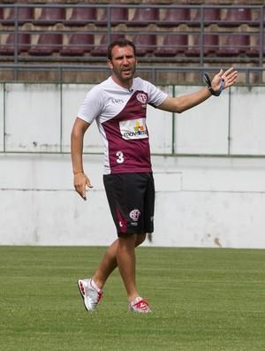 Sérgio Vieira, técnico da Ferroviária (Foto: Marcos Leandro/Tribuna Araraquara)
