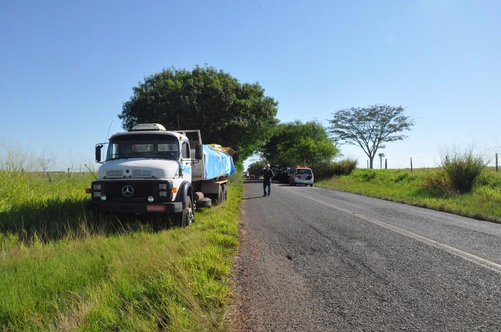 Motorista de um dos caminhões envolvidos não se feriu (Foto: Augusto Santos/O Pacaembuense)