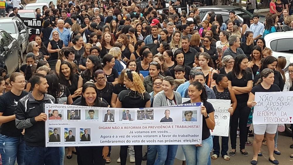 Protesto em Sorriso reuniu 1,5 mil pessoas, segundo os organizações (Foto: Assessoria/ Sinsems)