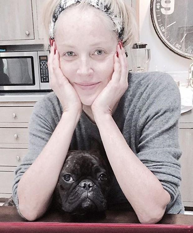Sharon Stone sem maquiagem (Foto: Reprodução)
