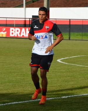 Murilo, lateral do Atlético-GO (Foto: Divulgação/Atlético-GO)