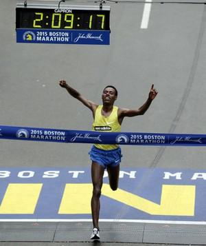 Maratona de Boston vencedor Lelisa Desisa  (Foto: Charles Krupa / AP)