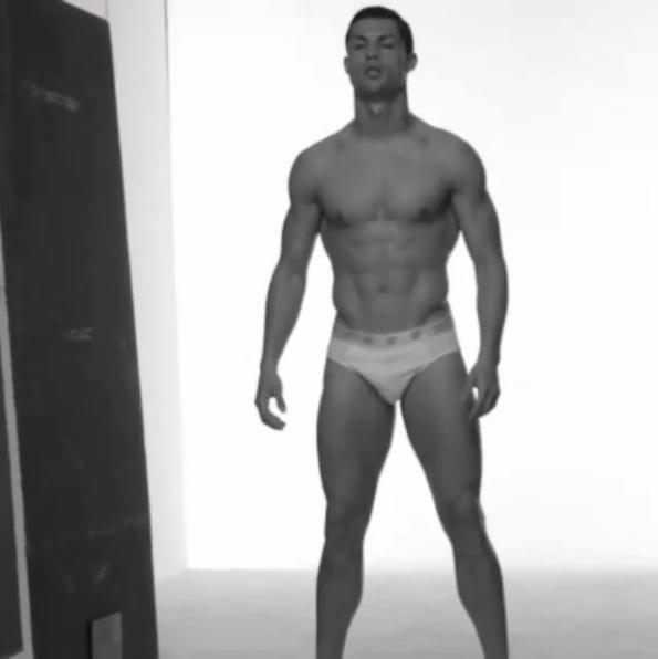 Cristiano Ronaldo mostra corpão em campanha (Foto: Reprodução/Instagram)