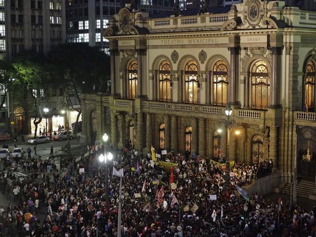 Ato contra aumento dos transportes reúne manifestantes no Centro de São Paulo. (Foto: Gabriela Biló/Futura press/Estadão Conteúdo)