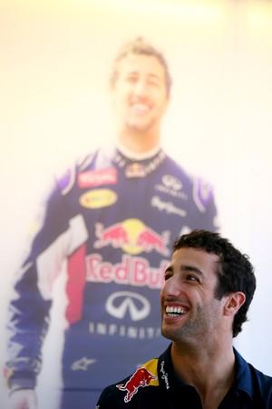 Vencedor de 3 GPs no ano passado, Daniel Ricciardo é conhecido como o piloto mais simpático do grid (Foto: Getty Images)