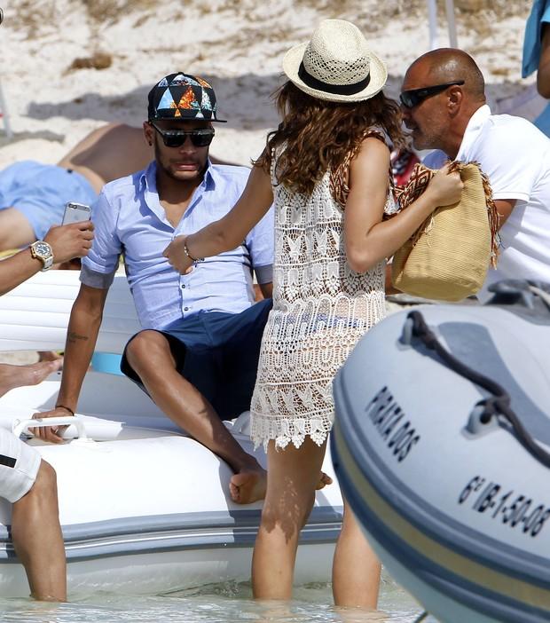 Neymar e Bruna Marquezine (Foto: Splash News/AKM-GSI / AKM-GSI)