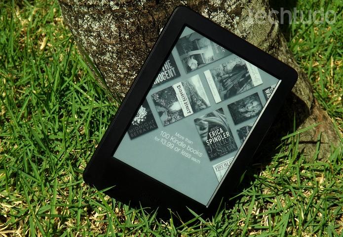 Novo Kindle agora oferece tela sensível ao toque e sistema mais rápido (Foto: Barbara Mannara/TechTudo)