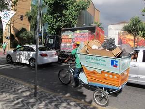 Bicicleta ocupa menos espaço nas ruas estreitas (Foto: Anna Gabriela Ribeiro/G1)