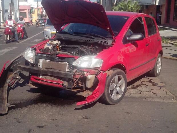 Acidente aconteceu na manhã desta quinta-feira (18) (Foto: Claudemir Macedo)