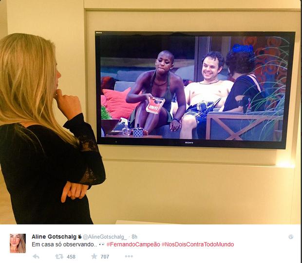 Aline Gotschalg assiste ao 'BBB15' (Foto: Reprodução/Twitter)