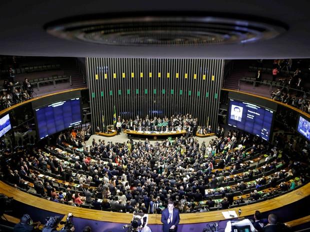 Deputados votam durante sessão que decide prosseguimento ou não do processo de impeachment da presidente Dilma Rousseff no plenário da Câmara dos Deputados, em Brasília (Foto: Ueslei Marcelino/Reuters)