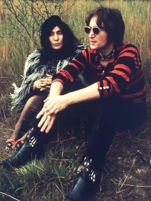 John Lennon e Yoko Ono (Foto: Divulgação)
