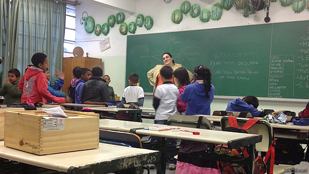 Regras de atividade incluem admitir erro e não dedurar colegas, com prêmio para 'honestidade' dos alunos (Foto: BBC Brasil)