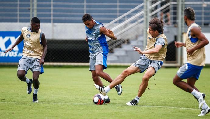Pedro Rocha e Geromel em treino do Grêmio (Foto: Lucas Uebel / Grêmio, DVG)