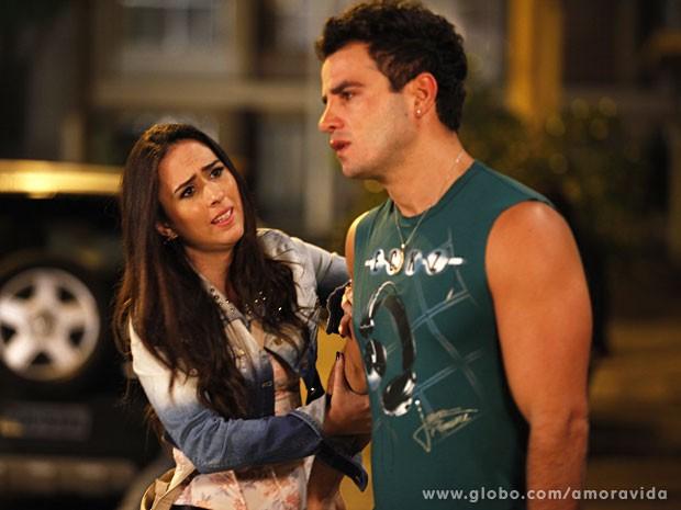 Valdirene não acredita que tomou um fora de verdade (Foto: Amor à Vida/TV Globo)