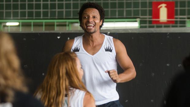 Renato Ventura dá aulas de dança gratuitas para idosos (Moises Silva/O Tempo)
