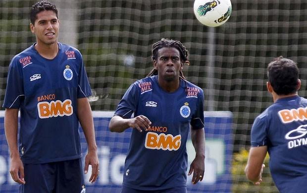 Willian Magrão e Tinga aumentam média de idade do Cruzeiro (Foto: Washington Alves / Vipcomm)