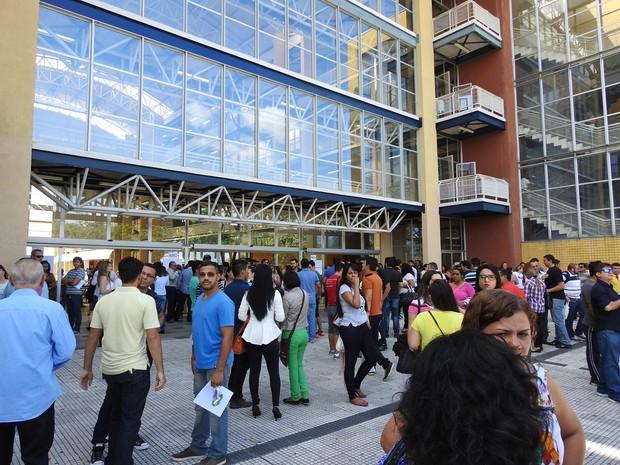 Prova da OAB ocorreu neste domingo (24) em Manaus (Foto: Ísis Capistrano/ G1)