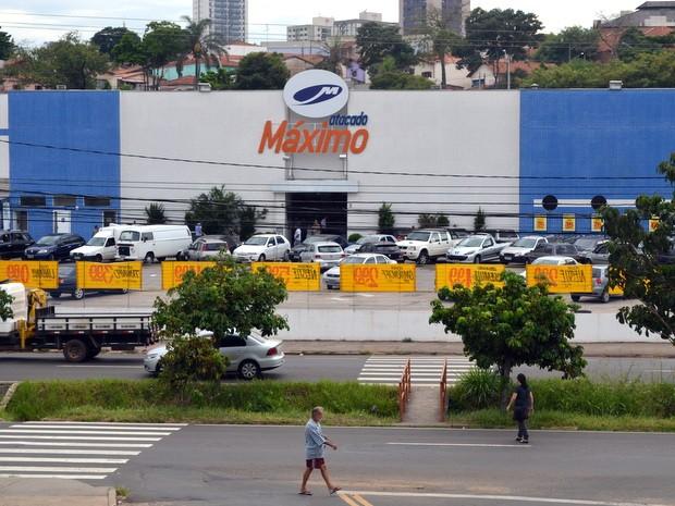 c62e6a618 G1 - Trio é preso após furtar supermercado e 3 lojas do Centro de ...