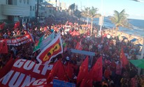 Farol da Barra tem ato contra impeachment (Juliana Almirante/G1)