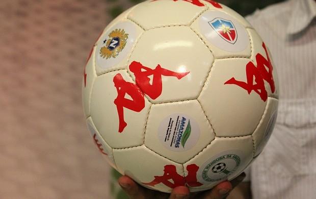 Bola da final do Amazonense (Foto: Anderson Silva/GLOBOESPORTE.COM])