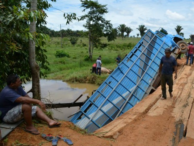 Caminhão transportava gado para o município de Vilhena (Foto: Anari Notícia/Reprodução)
