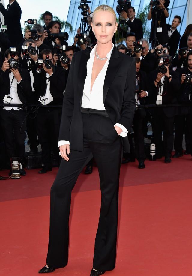 """Charlize Theron em maio deste ano, antes de ganhar 15kg para """"Tully"""" (Foto: Getty Images)"""