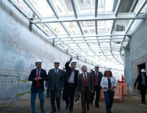 Visita de Tarso Genro ao Estádio Beira-Rio para conferir as obras (Foto: Inter / DVG)