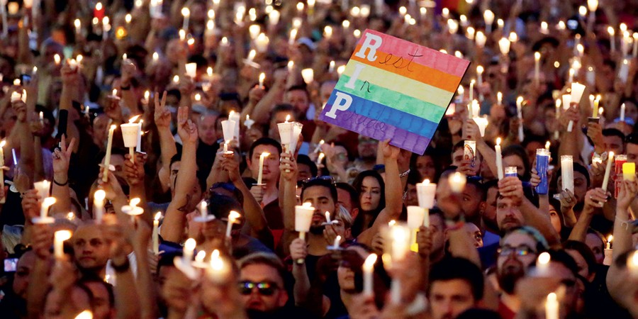 Homenagem  as vítimas do massacre  em Orlando  (Foto: Carlo Allegri / Reuters)