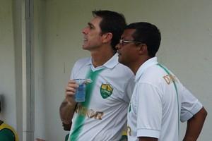 Treinador Luciano Dias do Cuiabá e seu auxiliar Marcos Ribeiro (Foto: Assessoria/Cuiabá Esporte Clube)
