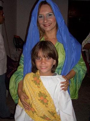 Mônica Vilarim e o filho, Yuri, que participam da Paixão de Cristo de Moreno, PE (Foto: Mônica Vilarim / Acervo Pessoal)