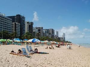 Praia de Boa Viagem concentra maior parte dos hotéis e pousadas do Recife. (Foto: Vanessa Bahe/ G1)