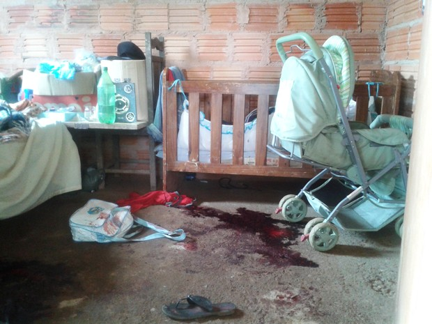 Mulher foi morta dentro do quarto do casal (Foto: Michelly Oda / G1)