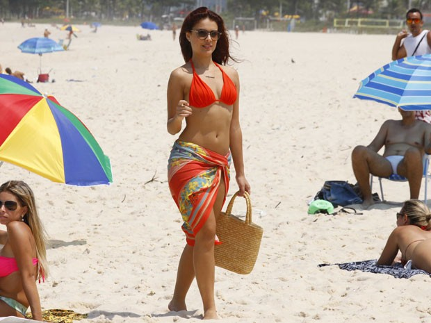 Paloma Bernardi Grava Em Praia Do Rio