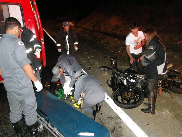 Acidente deixou um morto e dois feridos na MG-050 (Foto: Helder Almeida / Clic Folha)