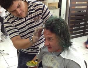 Rodrigo Gral de cabelo verde (Foto: Aguante Comunição, Divulgação)