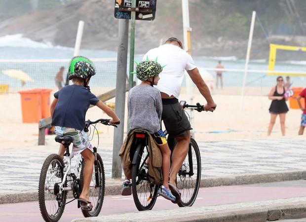Rodrigo Hilbert e os filhos (Foto: Andre Freitas/Agnews)