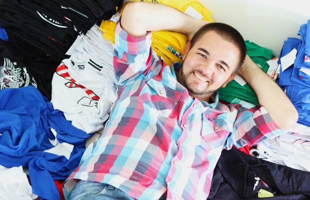 De morador de rua a empresário: Marcelo Ostia, dono da Camisetas da Hora, empresa que fatura R$ 120 por mês (Foto: Divulgação/Camisetas da Hora)
