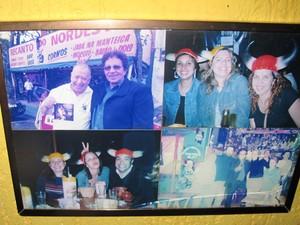Fotos nas paredes lembra a visita de Reginaldo Rossi ao 'Bar dos Cornos', em São Paulo (Foto: Fabiana de Carvalho/G1)