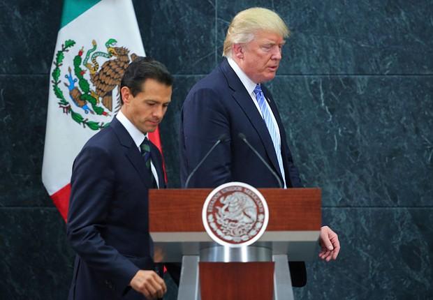 O presidente do méxico, Enrique Peña Nieto, junto ao candidato à presidência dos Estados Unidos Donald Trump, após um encontro em Los Pinos, em 31 de agosto  (Foto: Hector Vivas/LatinContent/Getty Images)
