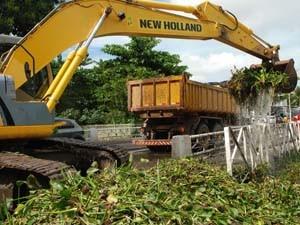 Máquina ajudou na limpeza do Rio Jaguaribe (Foto: Divulgação/Emlur)