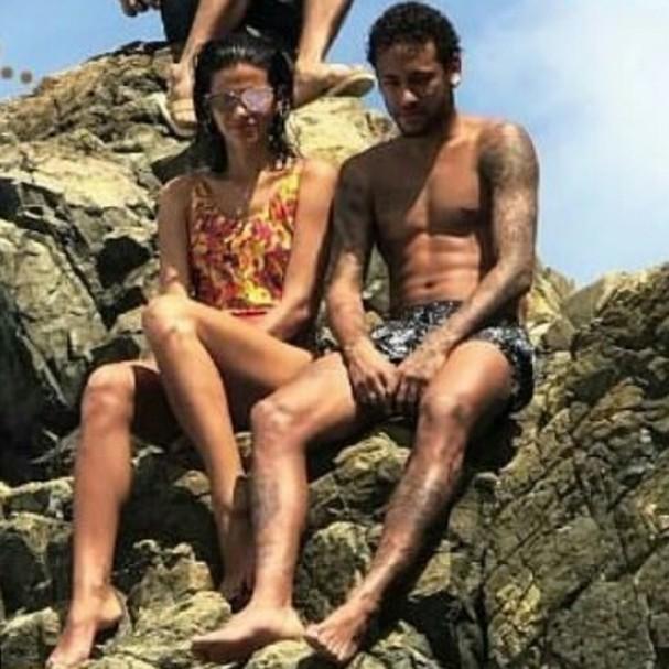 Bruna Marquezine e Neymar em Noronha (Foto: Instagram/Reprodução)